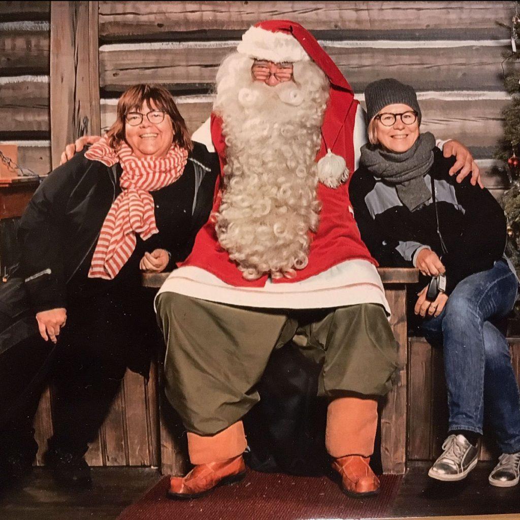 Elina, joulupukki ja Katrin